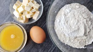 pie crust ingredients in glass bowls